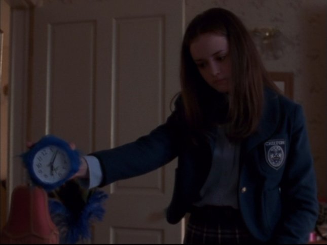 Gilmore Girls Fuzzy Clock Didn't Pur Episode 2 Season 1 Screenshot