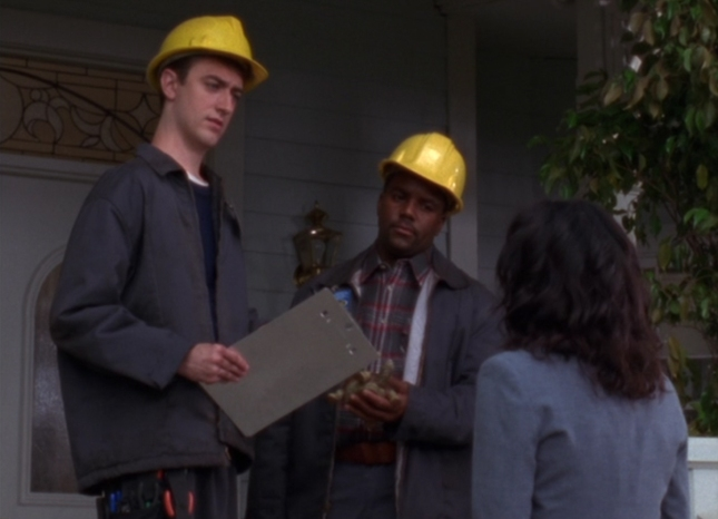 Kirk as Mick the Cable Guy In Gilmore Girls Episode 1 Screenshot (Season 1)