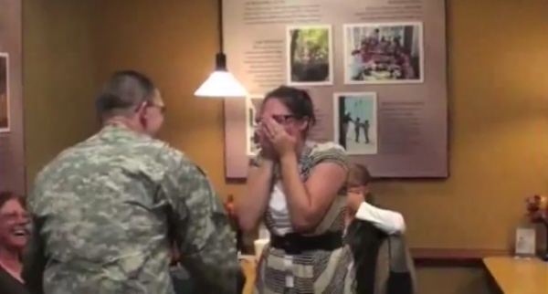 American soldier surprises wife in restaurant