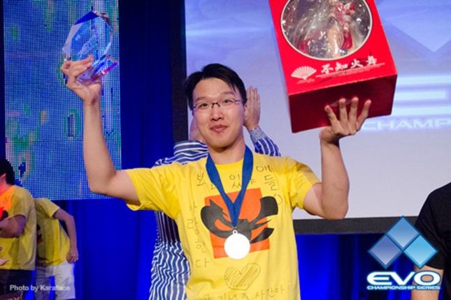 MadKOF of Korea wins Evo 2012 King of Fighters XIII For South Korea!