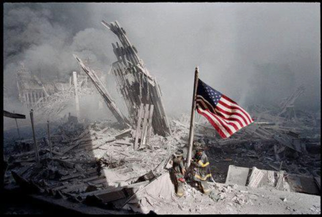 911 Raising US Flag Amongst Debree September 11 2001