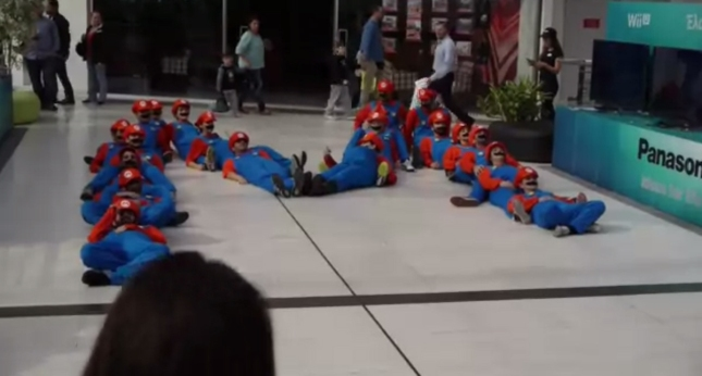Mario M Cosplayers Wii U Launch Greece Flashmob At Mall
